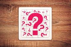 Pontos de interrogação no enigma de serra de vaivém Fotografia de Stock