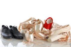 Pontos do bailado com sapatas pretas fotografia de stock