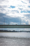 Ponts au-dessus de la rivière Images stock