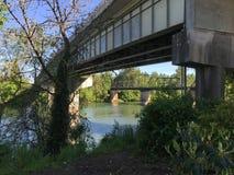 Ponts au-dessus de la rivière de Willamette photos stock
