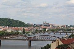 Ponts au-dessus de rivière de Vltava, Prague, République Tchèque images libres de droits