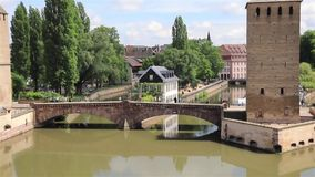 Ponts Couverts γέφυρα την ηλιόλουστη θερινή ημέρα στο Στρασβούργο απόθεμα βίντεο