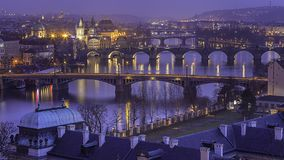 Ponts historiques de Prague images libres de droits