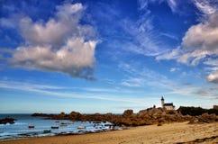 Pontusval, Bretagne, der kleine Leuchtturm Stockfotografie