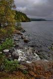 Ponura jesień na jeziornym Ladoga zdjęcie royalty free
