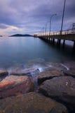 Ponury zmierzch przy wybrzeżem w Borneo, Sabah, Malezja Zdjęcie Royalty Free