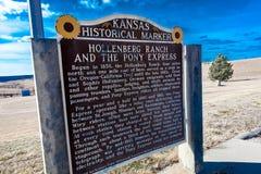Pony Express Sign den Hollenberg ranchen, av rutt 36, Nebraska markerar fläcken i 1860/61 den Pony Express fungerade Arkivbild