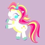 Pony Unicorn Cheval magique d'arc-en-ciel Jouet avec la crinière multicolore Caractère d'enfants Photo libre de droits