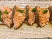 Ponzu di color salmone di tataki Sashimi Squisitezza giapponese Fotografie Stock