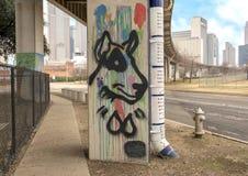 Pooch-themed konst i skäll parkerar centralen, djupa Ellum, Texas Arkivbilder