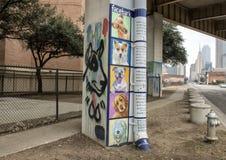 Pooch-themed konst i skäll parkerar centralen, djupa Ellum, Texas Arkivfoto