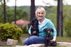 Γυναίκα με Poodles Στοκ Εικόνες