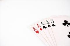 Pookhand het rangschikken symbool vastgestelde Speelkaarten in casino: vier van een soort op witte achtergrond, geluksamenvatting Stock Foto's