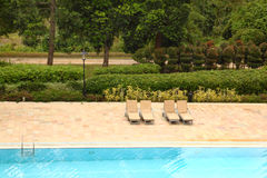 Am Pool Lizenzfreies Stockbild