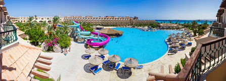 The pool, beach umbrellas and the Red Sea in Egypt Royalty Free Stock Images