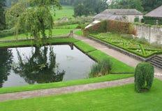 Pool bij Aberglasney Tuin, Wales het UK Royalty-vrije Stock Afbeeldingen