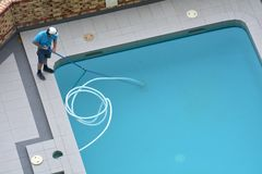 Pool Cleaner Cleaning a Pool