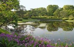 Pool in den britischen Palast-Gärten Stockfotos