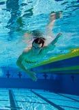 pool den undervattens- simmaren Royaltyfria Bilder