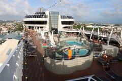 Pool der offenen Plattform auf einem Kreuzschiff Lizenzfreies Stockfoto