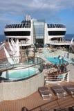 Pool der offenen Plattform auf einem Kreuzschiff Stockfoto