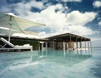 Pool durch das Meer Lizenzfreies Stockbild