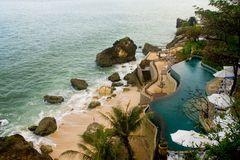 Pool at the edge of the sea in a tropical resort Royalty Free Stock Photography