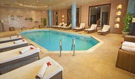 Pool in einem Gesundheitsbadekurort Stockfotos