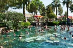 Pool in einem Hierapolis, die Türkei Stockbilder