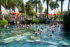 Pool in einem Hierapolis, Pamukkale-Erholungsort, die Türkei  Stockbilder
