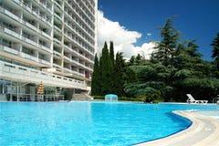 Pool in einem Hotel Stockbilder