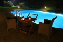 Pool en 's nachts Terras Stock Fotografie