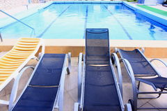 Pool and sunbeds Royalty Free Stock Photos