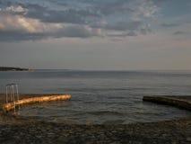 Pool in het overzees-Adriatische overzees stock foto