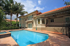 Pool Home. Backyard view of a large luxury Home with a jacuzzi Royalty Free Stock Images