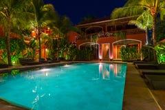 Pool in hotel op eiland Bali Indonesië Stock Foto