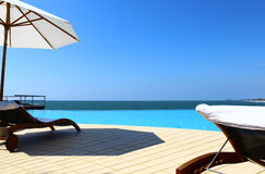 Pool Hotel Saman Villas rolling in the Indian Ocean Stock Photo