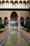 Pool im Alcazar-Palast von Sevilla Lizenzfreie Stockbilder