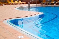 Pool im Hotel Stockbilder