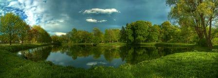 Pool im Park lizenzfreies stockfoto