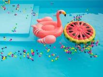 Pool kleurrijke Floaties royalty-vrije stock fotografie