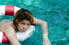 pool kvinnan Arkivbilder