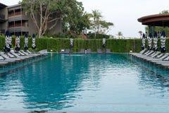 Pool met blauw water in groen royalty-vrije stock afbeelding