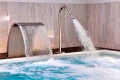 Pool met stromen van water Royalty-vrije Stock Fotografie