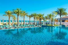 Pool mit blauem Wasser Lizenzfreie Stockfotografie