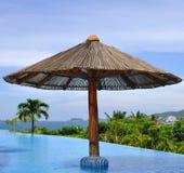 Pool mit einer Ansicht Stockfotos