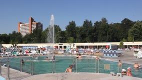 Pool mit Thermalwasser Stockfotos
