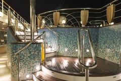 Pool op de cruise bij nacht Stock Fotografie