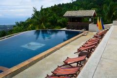 Pool op een tropisch eiland Royalty-vrije Stock Foto's
