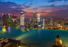 Pool on roof and Singapore city skyline Royalty Free Stock Photography